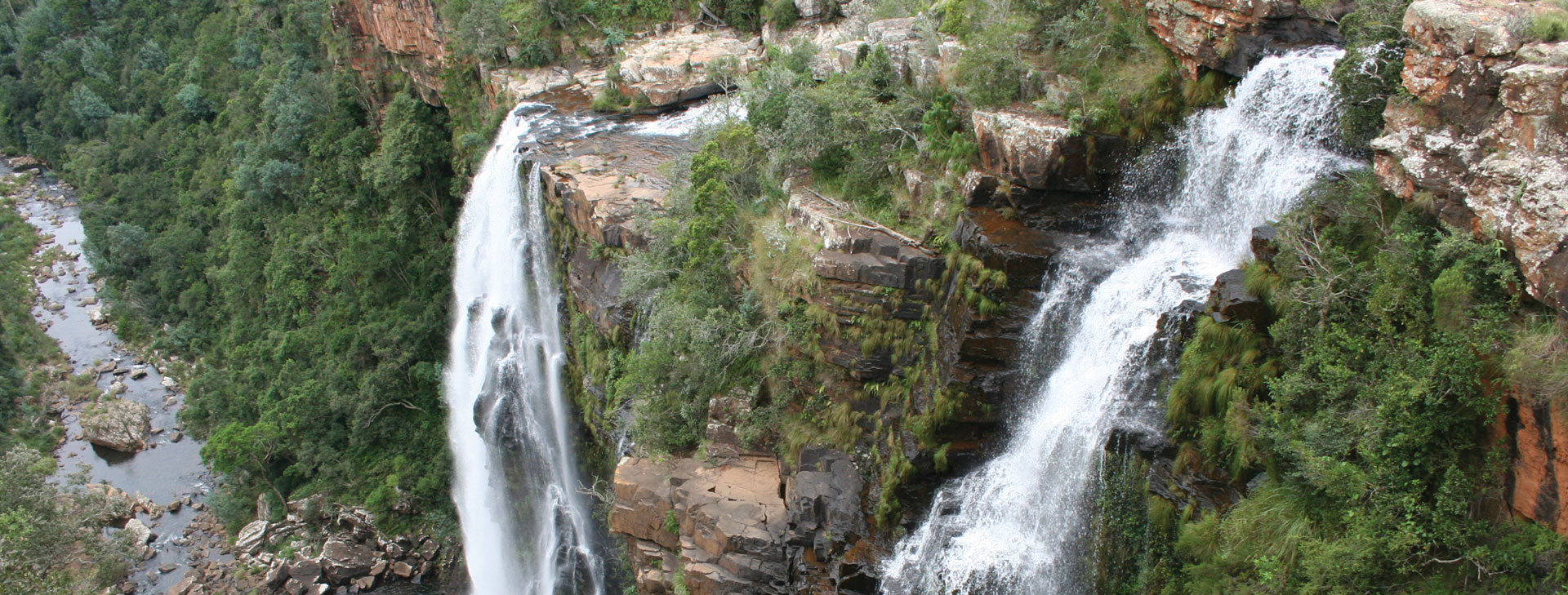 The Lisbon Falls lie within the popular Panorama Route, where you can visit some of the very best natural attractions in the region, including the Pinnacle, God's Window, Bourke's Luck Potholes, and some of the other waterfalls in the area including the Mac Mac Falls and Berlin Falls.